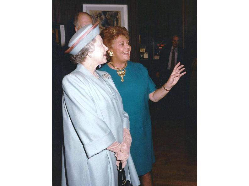 S.M. la reine Elizabeth II et la baronne Philippine de Rothschild